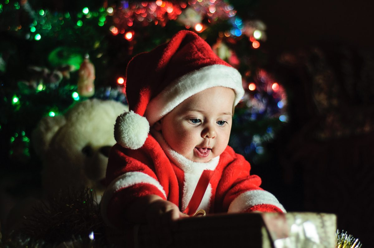 Tips And Ideas For Your Baby's First Christmas Photos