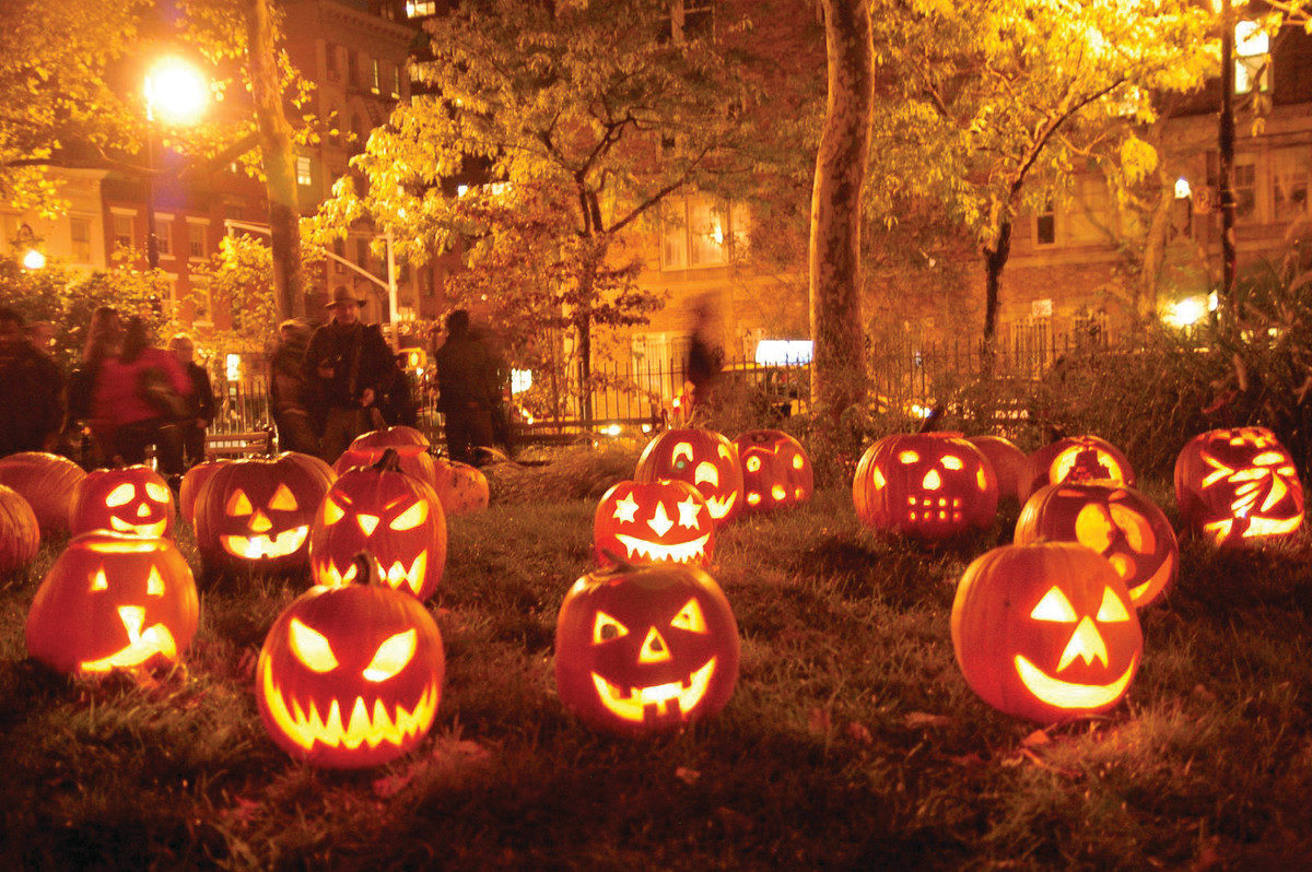 8 Halloween Decoration Ideas That Will Send Shivers Down Your Spine